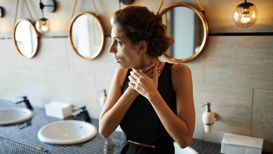 Mujer atragantada en el baño de un restaurante