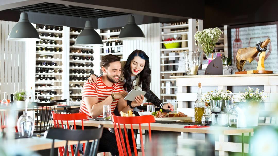 ¿Quieres digitalizar un restaurante y no sabes empezar? En Camarero10 te damos todos los pasos a seguir para digitalizar tu restaurante ?