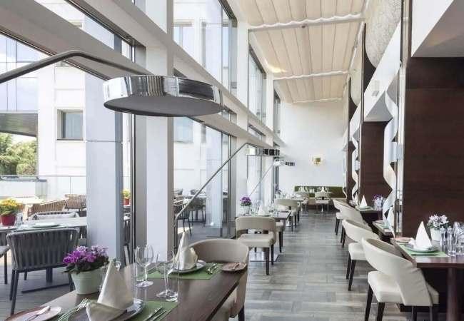 salón de un restaurante digitalizado con un sistema tpv para restaurantes