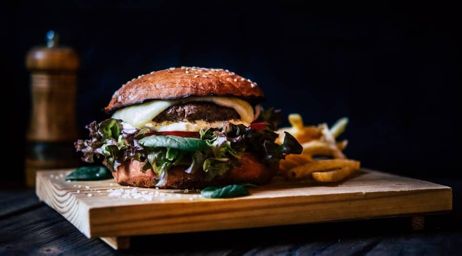 Descubre como se origino la hamburguesa
