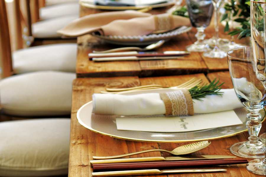 Mesa de comensales en restaurante