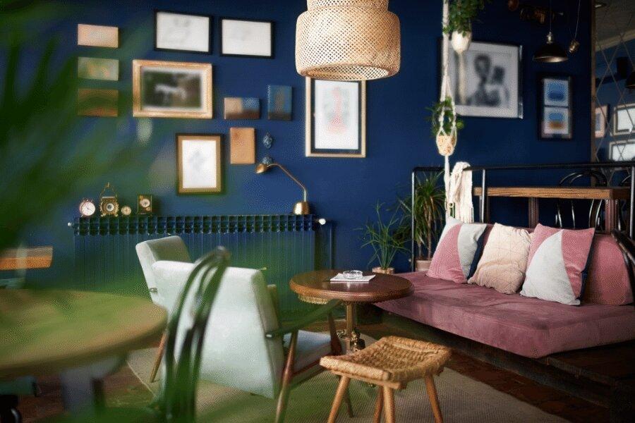 Cafetería con decoración moderna
